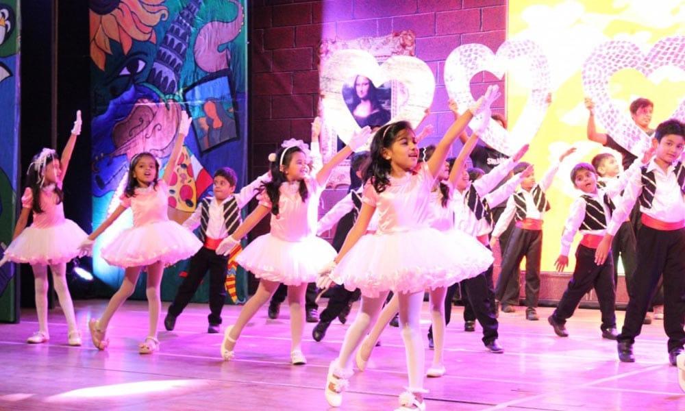 student dance performance in Universal Asmita High School, Mira Road